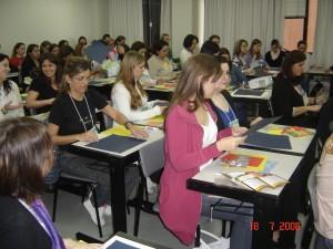 """Oficina em inglês,""""Scrapbooking as a pedagogical tool"""", pela Editora MacMillan. Porto Alegre"""